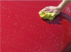 Auto mit Regenwasser waschen